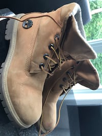 Pair of brown leather boots Laval, H7Y 2C4