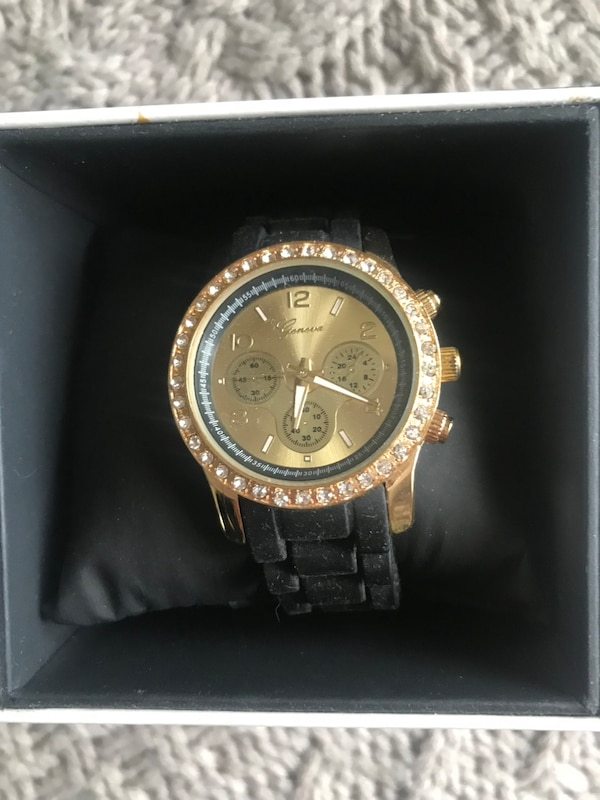 Brand new Geneva rubber watch with gold face 5546611e-149c-4ab4-89cd-482e8d0cc01c