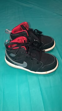Nike toddler shoes in 8 Vienna, 22180