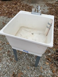 Laundry tub with faucet Fairland, 46126