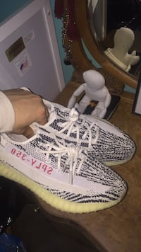 yeezy zebras worn twice size 11 Great Falls, 22066