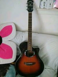 Yamaha elctro/acoustic guitar with built in tuner Houston, 77040