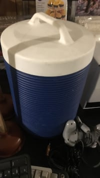 Water juice cooler with easy pour spout used  Brampton, L6V 2Z1