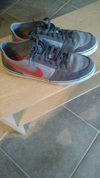 Mens Grey and Red Nike Shoes Mississauga, L5K 1K1