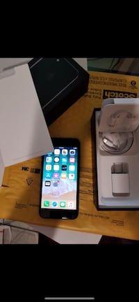 jet black iPhone 7 set with box Clark, 07066