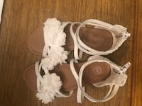 Beautiful white flowered sandals - size 10 Westmont, 15905