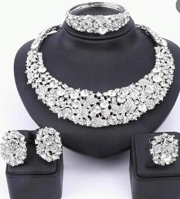 Gorgeous Bridal Crystal Jewelry Set - New
