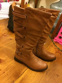 Pair of brown leather mid-calf boots Bangor