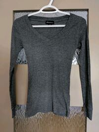 Women thin grey v-neck sweater size small Calgary, T2E 0B4