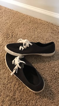 Size 8 1/2 Old Navy Vans style shoes. Barely worn