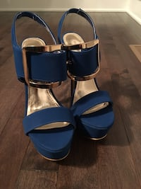Pair of blue leather open-toe heels size 8 Laval, H7E 4P2