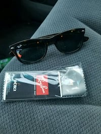 black framed Ray-Ban sunglasses with case Washington, 20010