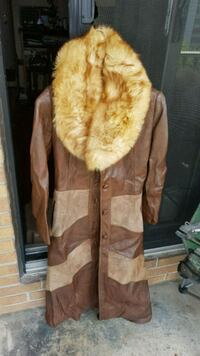 Ladies leather trenchcoat with fox fur collar London, N6M 1L6