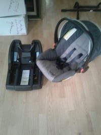 Snugrite carseat with click base Virginia Beach, 23464