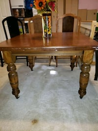 Old Model Dining Table w/ 4 Chairs. Kingsville, 21087