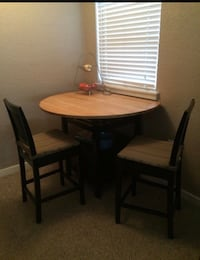 Crate and Barrel Table with Barstools Lake Mary, 32746