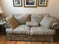gray and white floral fabric 2-seat sofa Fountain, 80817