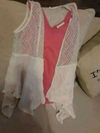 2 pc tank and sleeveless cover super cute Vancouver, 98665