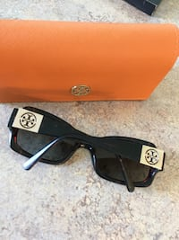 Black framed ray-ban wayfarer sunglasses Tory Burch Moncton, E1G 0A3