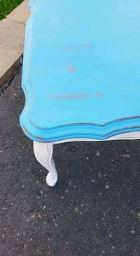 blue and white wooden table Montréal, H2X 3S1