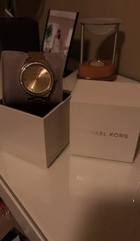 round silver Michael Kors analog watch with link bracelet Surrey, V3X 0E4
