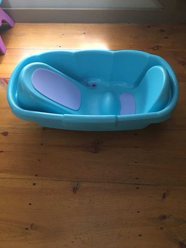 Used Infant/Baby Bathtub for sale in Dollard-des-Ormeaux - letgo