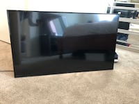 48 INCH TV WITH WALL MOUNT INCLUDED