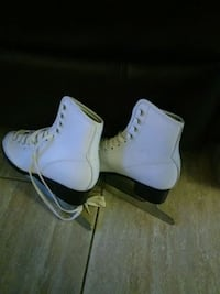 pair of white leather high-top sneakers Naples, 34116