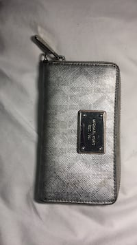 Gray michael kors leather wallet St Catharines, L2T 4C8