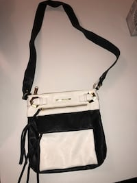 Steve Madden leather crossbody bag  St Catharines, L2M 3S5