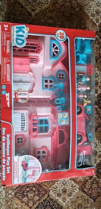 Dollhouse with light up music door bell and with a family andaccessory Toronto, M3J 2V7