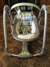 baby's white and gray swing chair Santa Maria, 93454