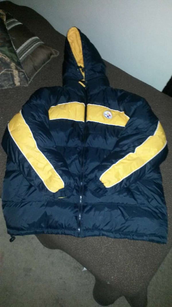 Pittsburgh Steelers winter coat - Worn  Twice 8f89032e-7ca6-4078-9920-da9178f6a443