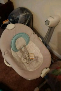 baby's white and gray bouncer Suitland-Silver Hill, 20746