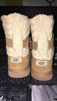 Authentic UGGS size 11 womens  68 km