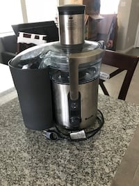 Black and gray power juicer. Barely used. Leander, 78641