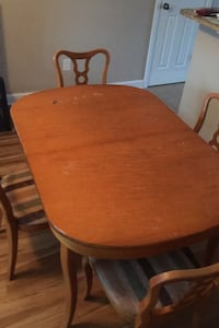 Table four chairs, tv 24i and lamp Pineville, 28134