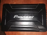 Pioneer 2 channel amp works greatg null