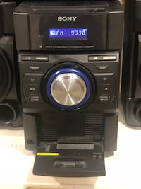Sony 250W bookshelf stereo system with two speakers & subwoofer.