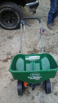 green and black Scotts broadcast spreader 829 mi