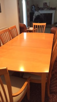 Dining set and side table