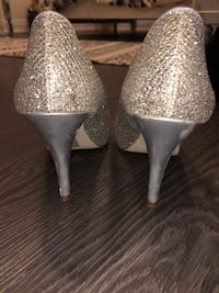 pair of silver-colored leather heeled shoes Markham, L3T