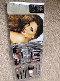 Daisy Fuentes beauty kit... perfect for gift