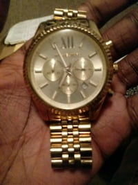 round gold Michael Kors chronograph watch with l Wilson, 27893