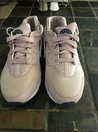 Nike Pink/ Gold Huaraches Fort Worth, 76140
