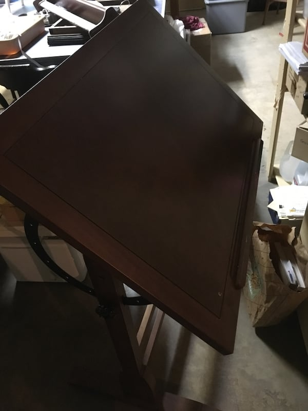 Drafting table  86a86708-64a9-463e-a710-c32906178ca5