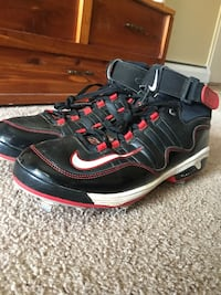 Pair of black-and-red nike running shoes Cheviot, 45211