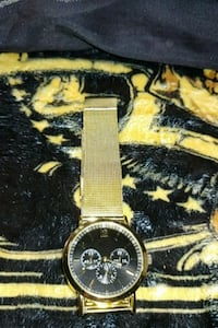 A metal gold color watch  Tucson, 85719