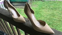 pair of white leather pointed-toe pumps Marshall, 28753