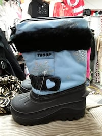 New winter boots size 8 baby  Montreal, H1Y 1B6